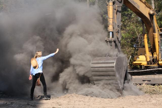 Tar Sands Blockade: Along with Landowner, Actress Daryl Hannah Arrested Img_0136